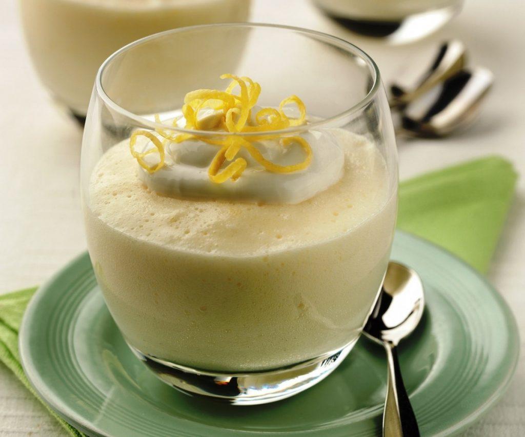 Mousse de limón con leche condensada